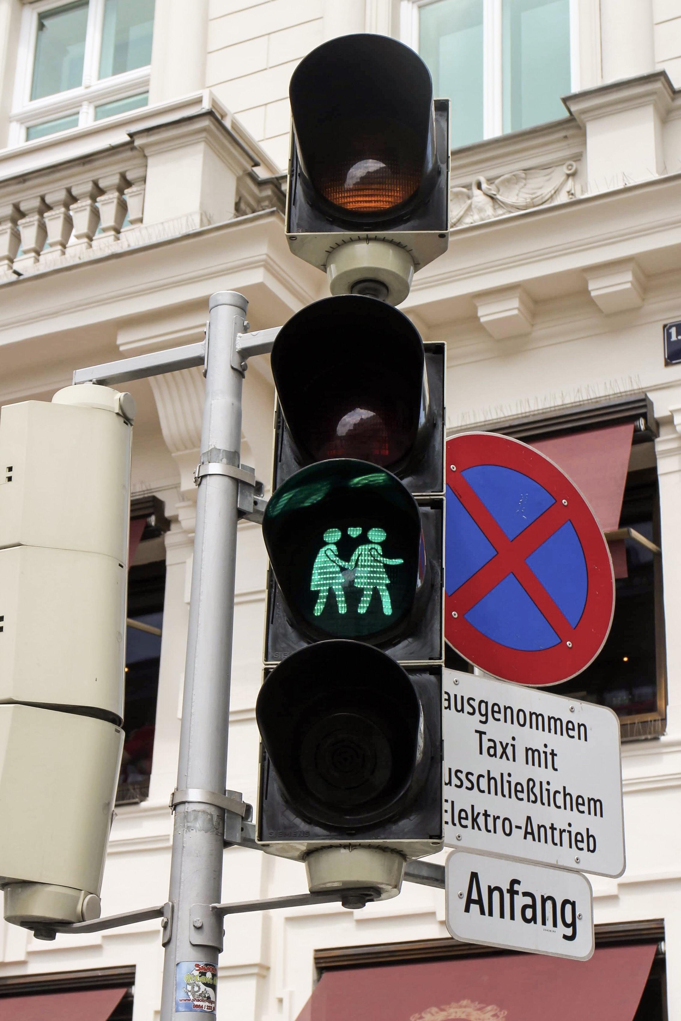Three Perfect Days in Vienna: Vienna crossing lights