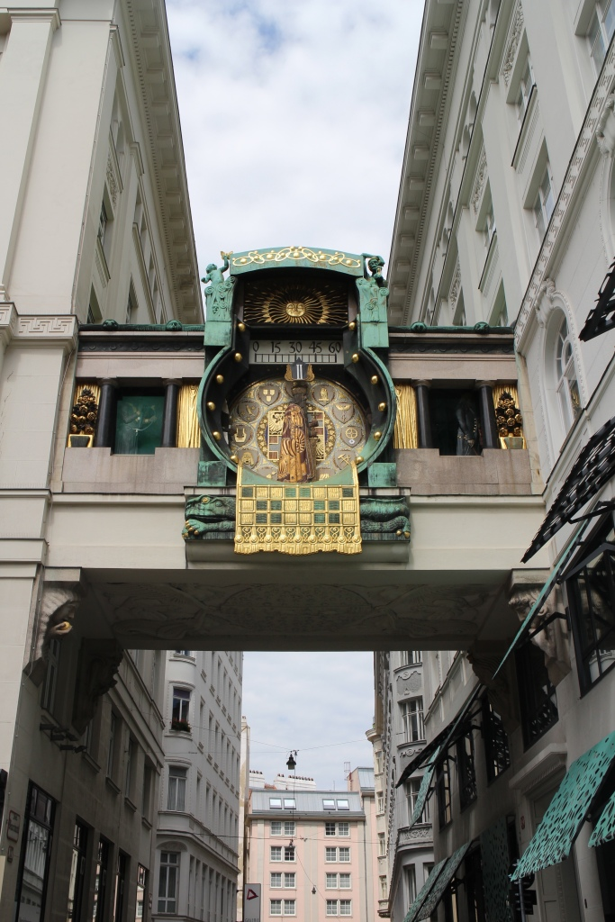 Three Perfect Days in Vienna: Anker clock